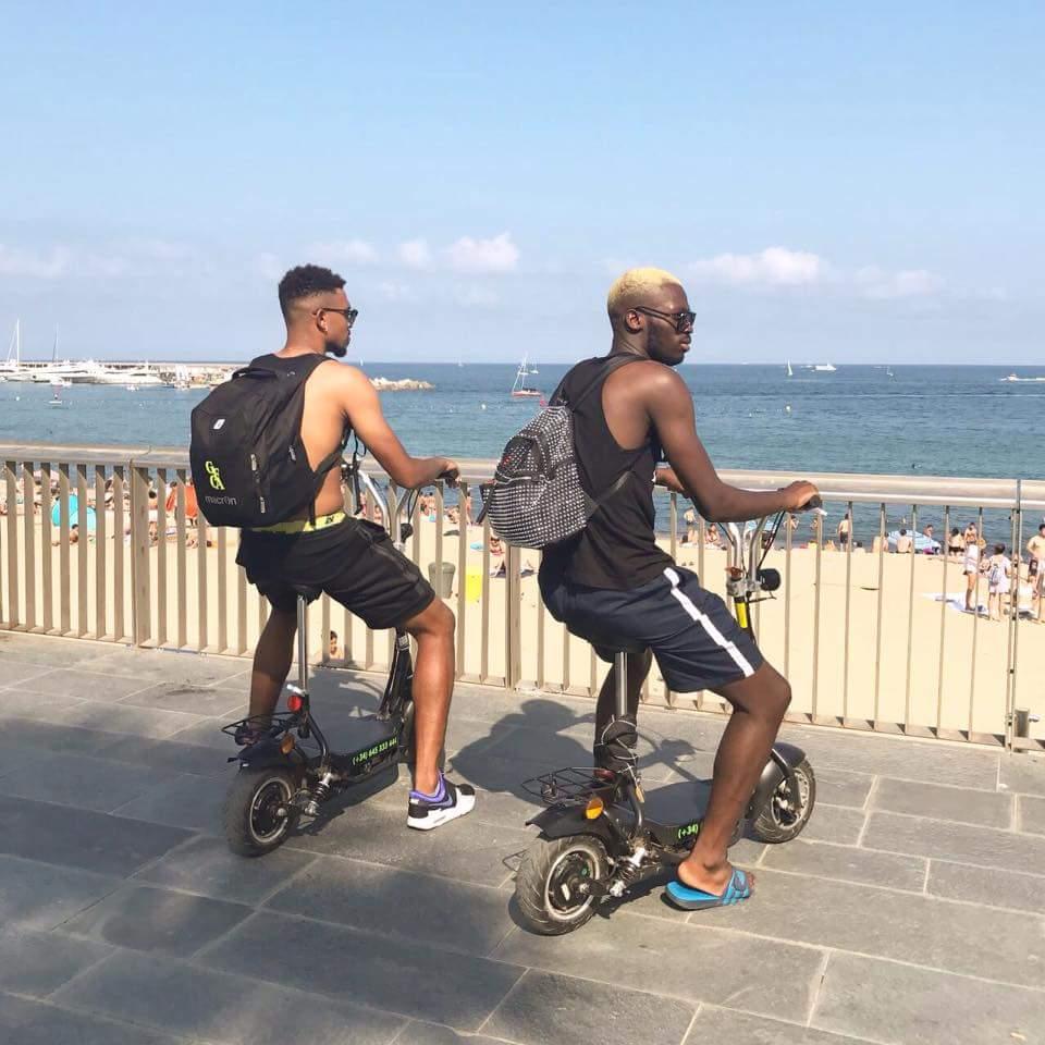 Photo: Hountondji et Adilehou s'amusent à Barcelone